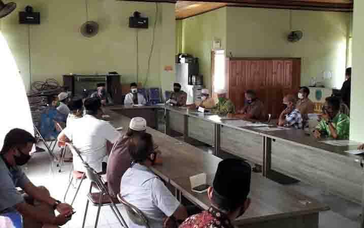 Musyawarah pengurus masjid di Kecamatan Bulik, Minggu, 26 April 2020.