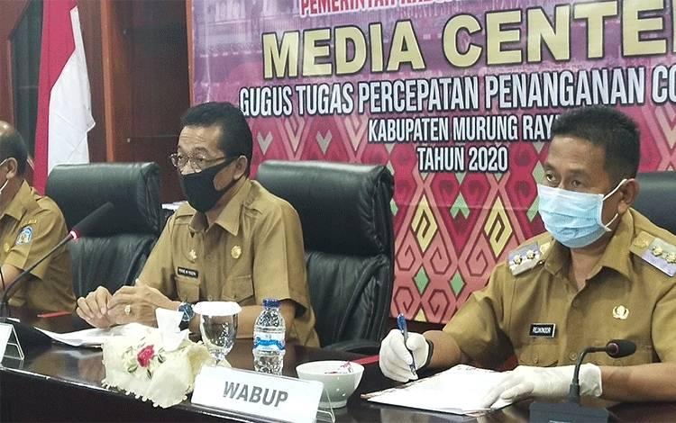 Bupati Murung Raya Perdie M Yoseph dan Wakil Bupati Murung Raya Rejikinoor sampaikan apresiasinya kepada petugas medis yang terlibat menangani Covid-19