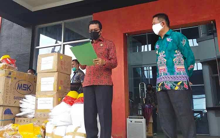 Bupati Murung Raya, Perdie M. Yoseph saat sampaikan hasil perkembangan Covid-19 di Kabupaten Murb