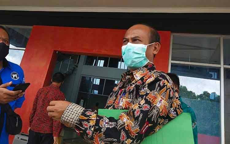 Kepala dinas kesehatan Kabupaten Murung Raya, dr Surya Siri saat sampaikan dampak Covid-19 di Murung Raya.