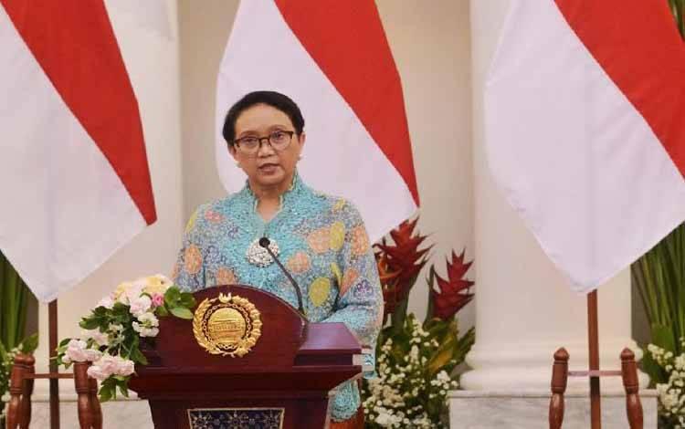 Menteri Luar Negeri Retno Marsudi menjelaskan program prioritas politik luar negeri Indonesia untuk tahun 2019-2024 kepada wartawan di gedung Pancasila, Kemenlu, Selasa, 29 Oktober 2019. [KEMENLU]