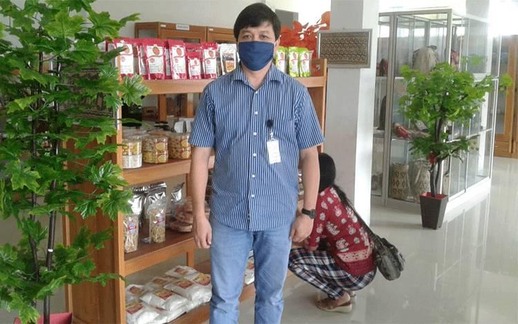 Koordinator Konsultan PLUT-KUMKM Kalteng Harry Araiyanto