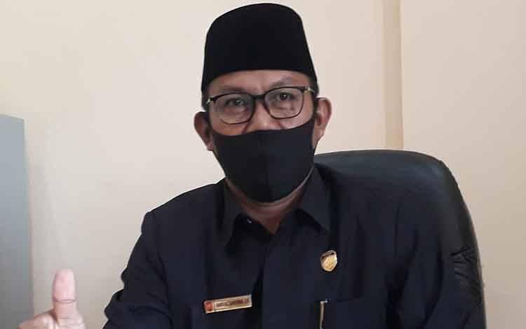 Wakil Ketua II DPRD Kobar Bambang Suherman menyampaikan para takmir masjid perlu diberi pemahaman tentang Covid-19.