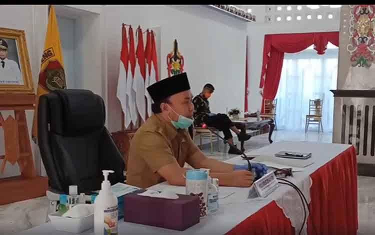 Video Conference sesi II silaturahmi Gubernur Kalimantan Tengah dengan seluruh kepala desa di Wilayah Kotawaringin Barat, Sukamara, dan Lamandau terkait pandemi Covid-19, Selasa, 12 Mei 2020 siang.