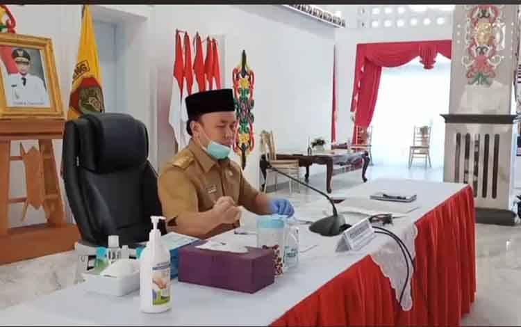 Gubernur dalam Video Conference sesi II silaturahmi Gubernur Kalimantan Tengah dengan seluruh kepala desa di Wilayah Kotawaringin Barat, Sukamara, dan Lamandau terkait pandemi Covid-19, Selasa, 12 Mei 2020 siang.