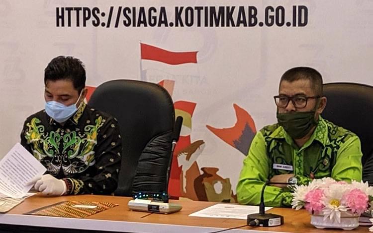 Plt Kadisnakertrans Kotim Imam Subekti saat raat dengan Bupati Kotim Supian Hadi. Ia menerangkan bahwa pembayaran THR tetap wajib bagi perusahan.