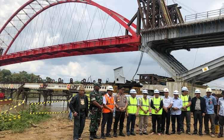 Jembatan Tumbang Samba di Kecamatan Katingan Tengah saat ditinjau Gubernur Kalteng awal 2020 lalu.