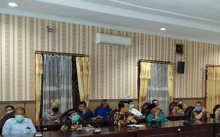 Rapat antara DPRD Kotim dengan tim anggaran eksekutif