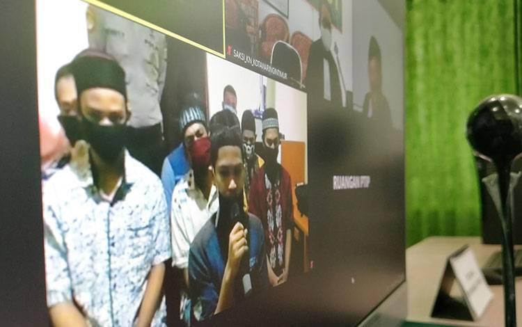 Delapan terdakwa warga PSHT dalam kasus penganiayaan ketika jalani sidang.