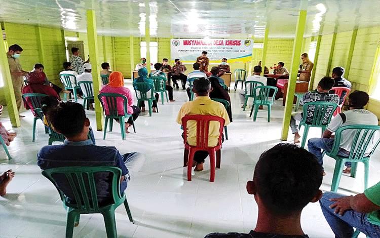 Kegiatan Musdes Khusus penetapan penerima BLT DD di Desa Haragandang, Kecamatan Lahei.