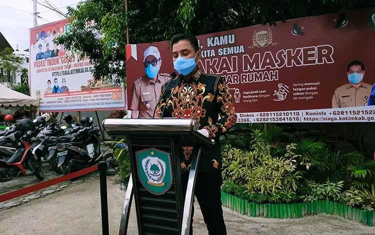 Bupati Kotim Supian Hadi saat rilis update kasus Covid-19. Satu pasien sembuh asal Baamang kembali positif.