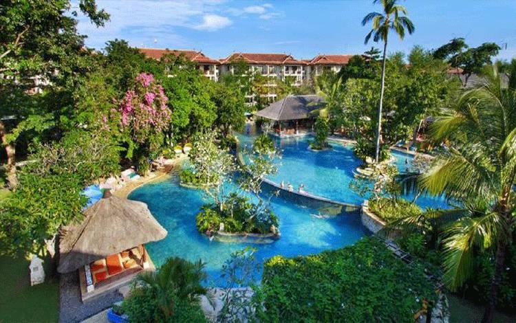 Suasana tropis di Novotel Bali Nusa Dua.