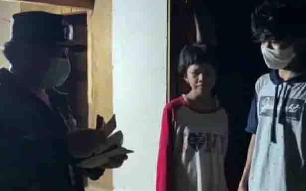 Gubernur Kalteng, Sugianto Sabran saat menyambangi anak yatim piatu di Jalan Flamboyan Bawah, Palangka Raya.