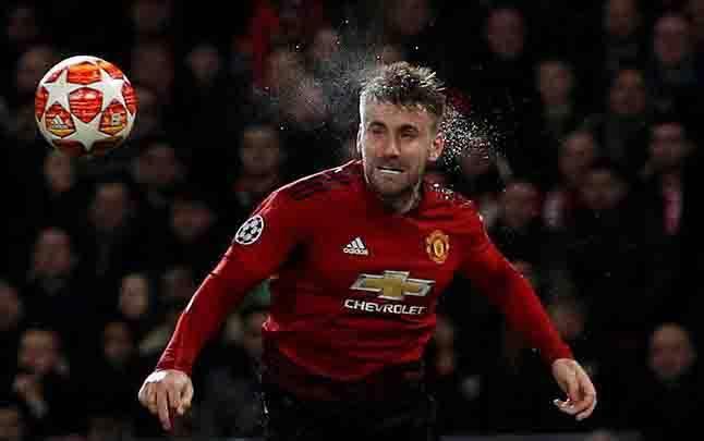Pemain Manchester United, Luke Shaw berada di posisi kelima pemain Inggris Raya dengan bayaran termahal. Kane digaji 195.000 pounds atau setara Rp 3,5 miliar per pekan. (foto : REUTERS)