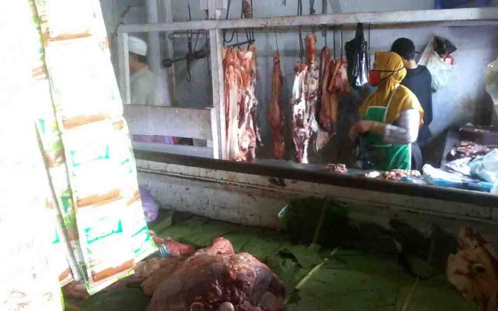 Pedagang daging sapi di Kasongan.