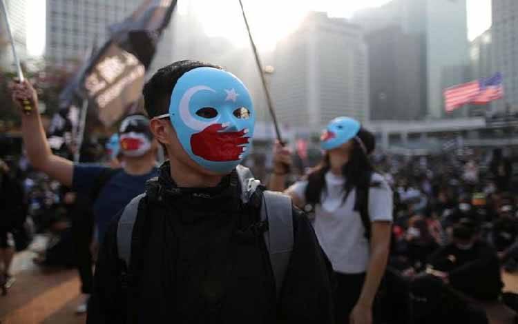 Warga Hong Kong berunjuk rasa membela warga etnis minoritas Muslim Uighur di Provinsi Xinjiang, Cina pada Ahad, 22 Desember 2019. Reuters