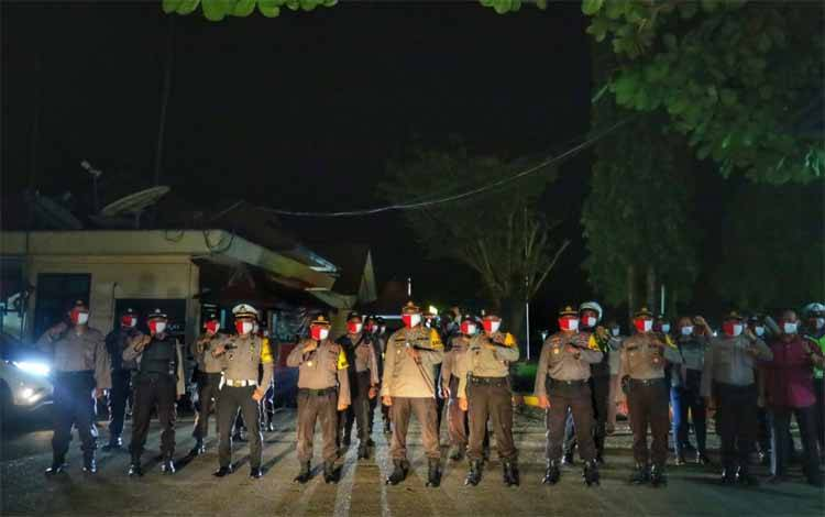 Kapolres Barito Timur AKBP Hafidh Susilo Herlambang pimpin patroli show of force kesiapsiagaan Idul Iftri 1441 h