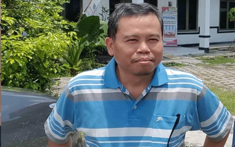 Dosen Fakultas Ekonomi Bisnis, Universitas Palangka Raya, Darmae Nasir. (foto : dok Borneonews)