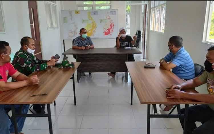 Suasana rapat analisa dan evaluasi Gugus Tugas Covid-19 Kabupaten Pulang Pisau, Senin, 25 Mei 2020.