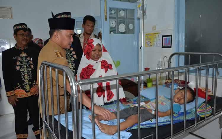 Kunjungan Gubernur Kalteng Sugianto Sabran ke rumah sakit