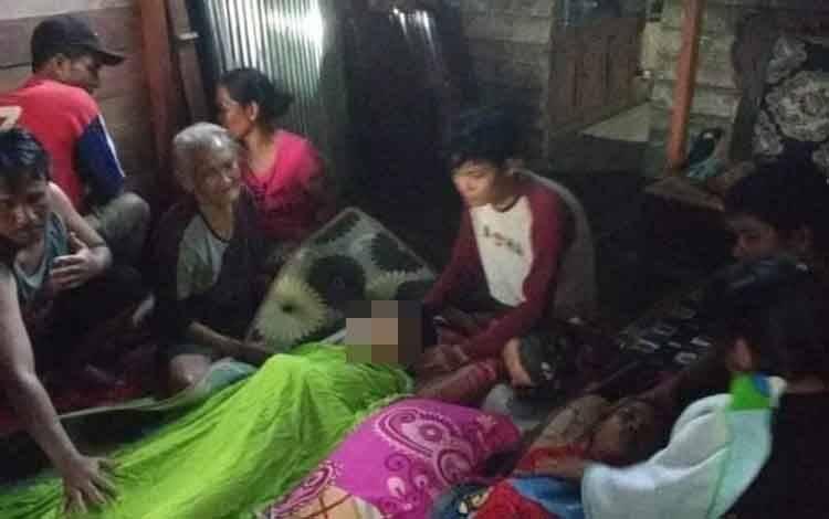 Dua orang bocah tenggelam di Sungai Bugis, Desa Kenyala, Kecamatan Telawang, setelah dievakuasi.