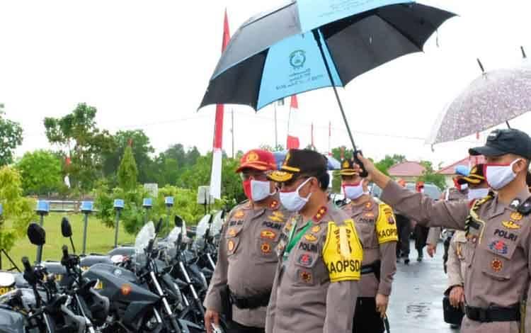 Kapolda Kalteng Irjen Dedi Prasetyo melakukan pengecekan kendaraan bermotor roda dua di SPN Tjilik Riwut, Kamis 28 Mei 2020