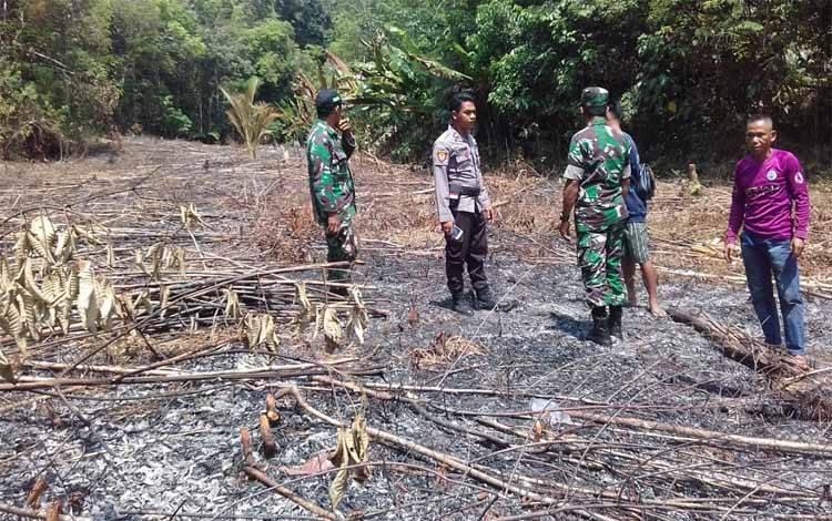 Anggota Koramil 1016-05 Tumbang Jutuh bersama Polsek Rungan patroli ke titik hotspot di Desa Tumbang Rahuyan
