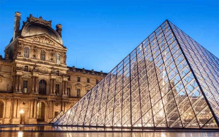 Museum Louvre di Paris, Prancis.[The Week]
