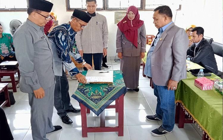 Kepala Kemenag Kabupaten Pulang Pisau, H Masrani saat memimpin Sertijab kepala MIN 1 Pulang Pisau, Selasa, 2 Juni 2020.