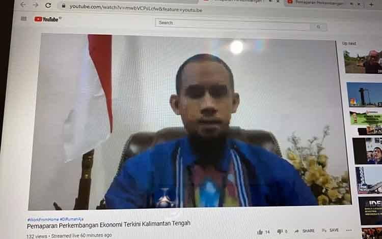 Kepala Tim Advisory dan Pengembangan Ekonomi, Yudo Herlambang dalam diseminasi perkembangan perekonomian terkini Kalimantan Tengah melalui siaran live youtube pada Rabu, 3 Juni 2020.