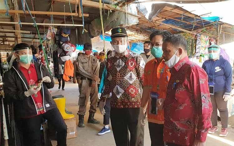 Wakil Bupati Barito Timur saat mengunjungi Pasar Ampah