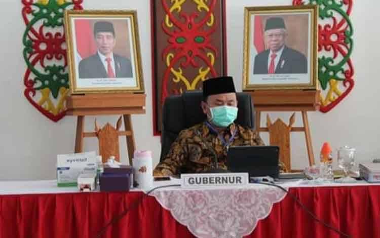 Gubernur Kalteng, H Sugianto Sabran mengikuti rakor secara online bersama Mendagri untuk membahas persiapan Pilkada Serentak tahun 2020, Jumat, 5 Juni 2020.