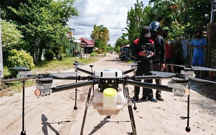 Drone inilah yang digunakan untuk menyempotkan cairan disinfektan di permukiman penduduk Jalan Piranha Kota Palangka Raya, Sabtu 6 Juni 2020.
