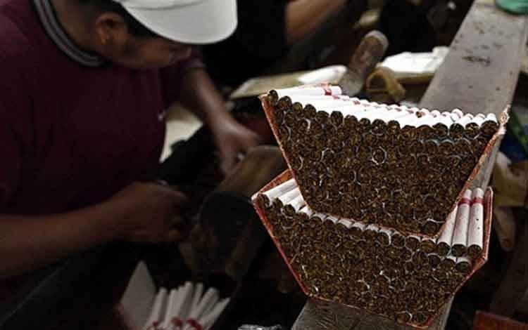 Ilustrasi pabrik rokok kretek. TEMPO/Aris Novia Hidayat