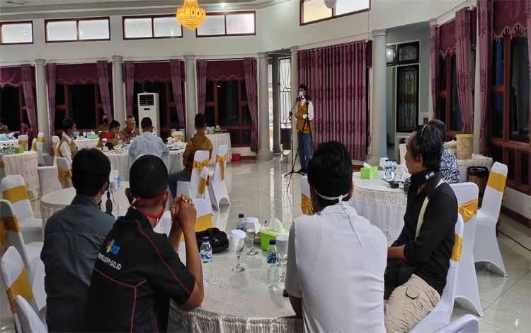 Pertemuan Gugus Tugas Covid-19 Kabupaten Sukamara bersama LO Gugus Tugas PPK Covid 19 Pusat di rujab bupati