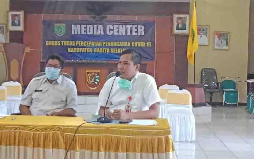 Direktur RSUD Jaraga sasameh Buntok, dr Leonardus P Lubis menyampaikan klarifikasi, Rabu, 10 Juni 2020.