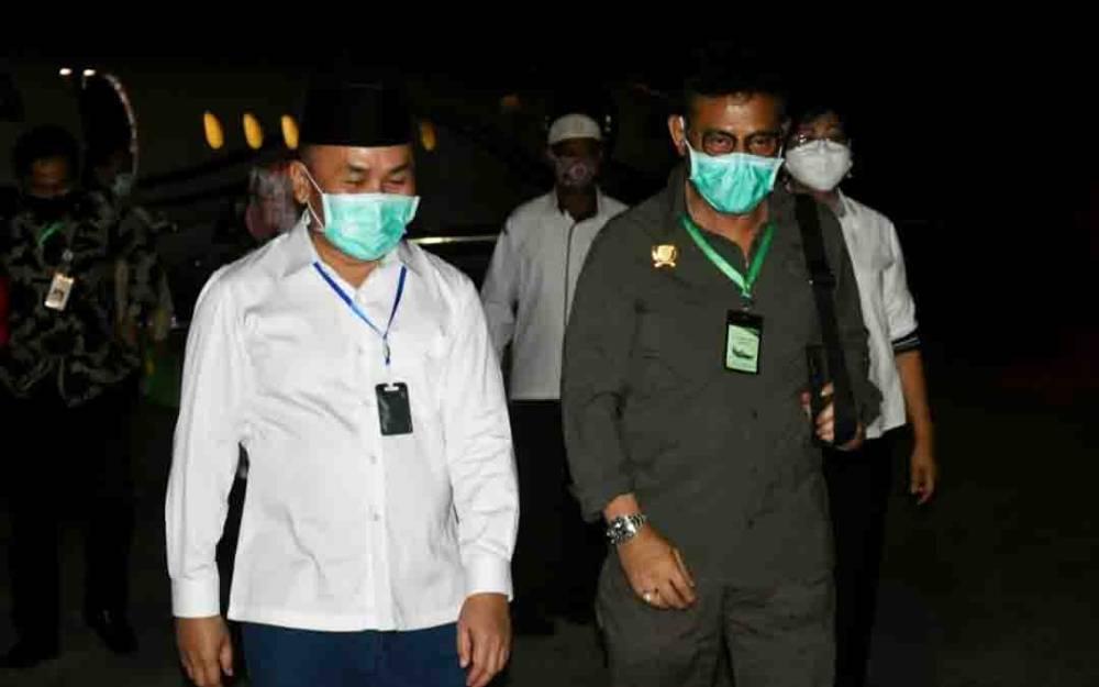 Gubernur Kalteng, Sugianto Sabran saat menyambut kedatangan Menteri Pertanian, Syahrul Yasin Limpo, di Bandara Tjilik Riwut, Rabu, 10 Juni 2020 malam.