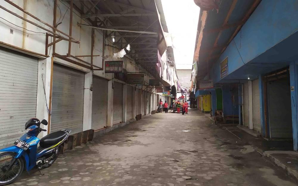 Pertokoan Pasar Besar Palangka Raya tutup total di hari pertama penyemprotan disinfektan massif, Minggu, 14 Juni 2020.