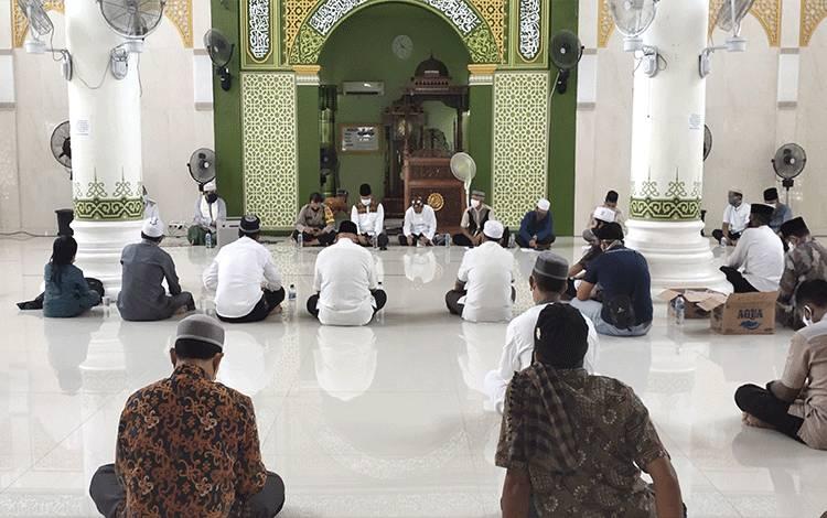 Pemkab Sukamara saat menggelar sosialisasi normal tempat ibadah di masjid Al-Aqsa beberapa waktu lalu.