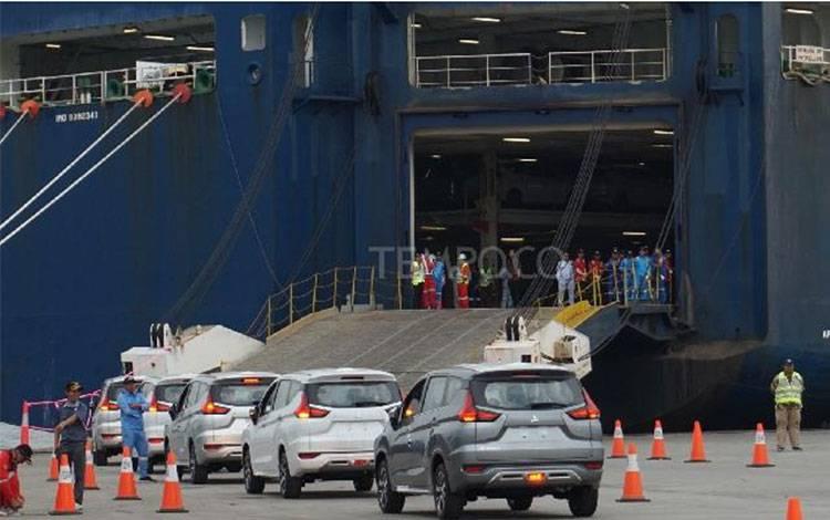 Sebanyak 3.000 unit mobil Mitsubishi Xpander siap diekspor ke Filipina melalui Indonesia Kendaraan Terminal-IPC Car Terminal, Kalibaru, Cilincing, Jakarta Utara, 25 April 2018. TEMPO/Wawan Priyanto.