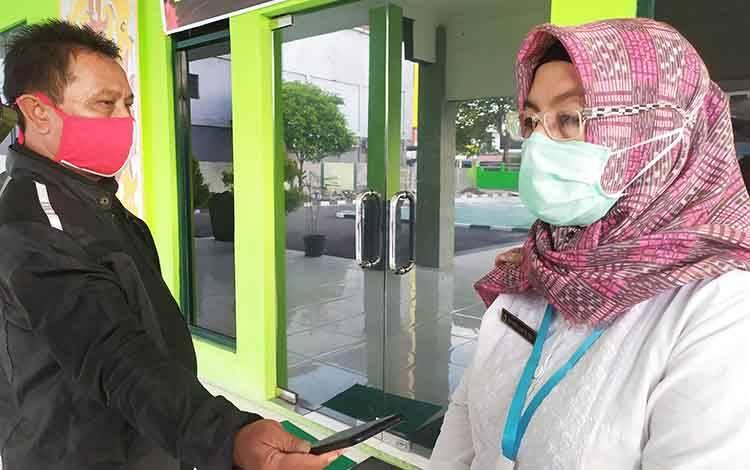 Ketua Harian Gugus Tugas Percepatan Penanganan Covid-19 Kota Palangka Raya Emi Abriyani menyampaikan jumlah nakes positif Covid-19