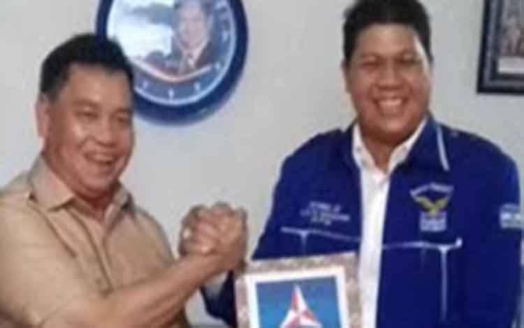 H.Halikinnor saat bersama Ketua DPC Demokrat DPRD Kotawaringin Timur, Parimus
