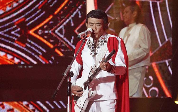 Pedangdut Rhoma Irama mengisi malam puncak Puteri Indonesia 2018, Jakarta, 7 Mei 2018. Acara ini juga dimeriahkan dengan penampilan Anji, Siti Rahmawati, Fatin Shidqia, dan artis-artis lainnya. indosiar