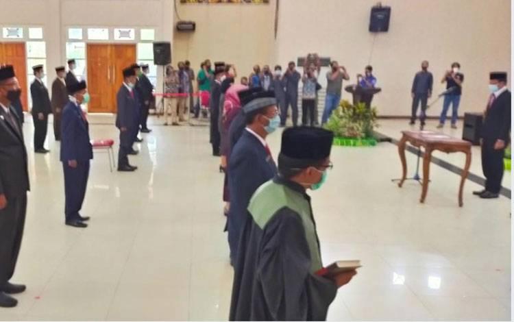 Suasana pelantikan pejabat eselon II di lingkup Pemerintah Kabupaten Mura dengan menggunakan protocol kesehatan. Foto Trisno