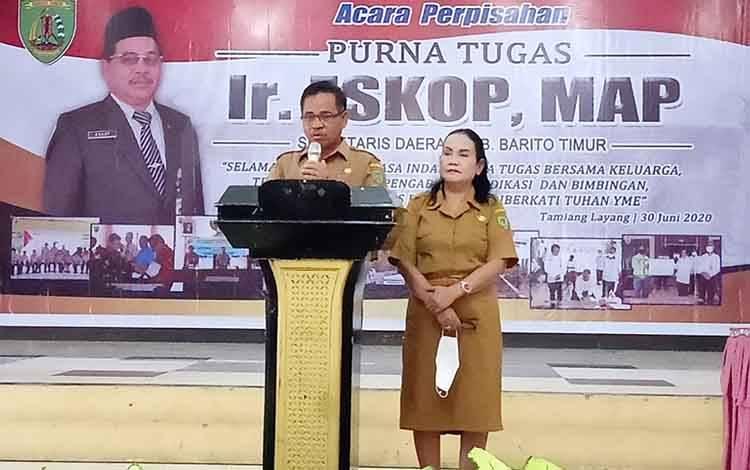 Eskop bersama istri saat acara perpisahan di GPU Mantawara Tamiang Layang
