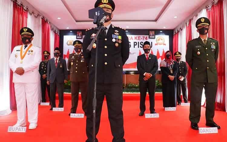 Upacara peringatan HUT Bhayangkara ke 74 yang dilaksanakan secara virtual diikuti jajaran Polres Pulang Pisau dan forkopimda, Rabu, 1 Juli 2020.