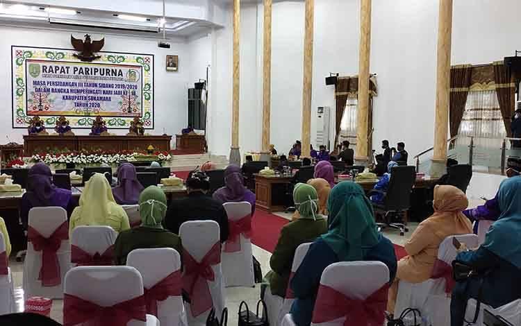 Pelaksanaan rapat paripurna hari jadi ke 18 Kabupaten Sukamara di aula rapat DPRD Sukamara.