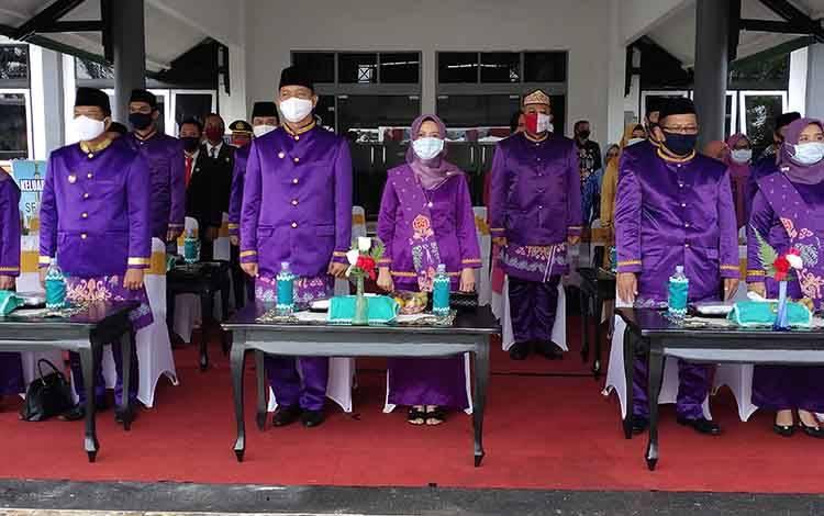 pelaksanaan upacara hari jadi ke 18 Kabupaten Sukamara di halaman kantor bupati setempat.