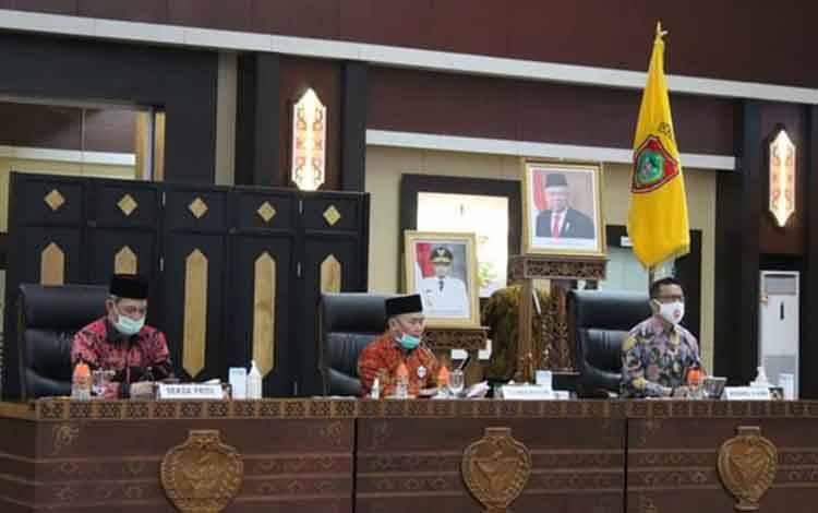 Gubernur Kalteng H Sugianto Sabran saat mengikuti rapat evaluasi program pemberantasan korupsi terintegrasi