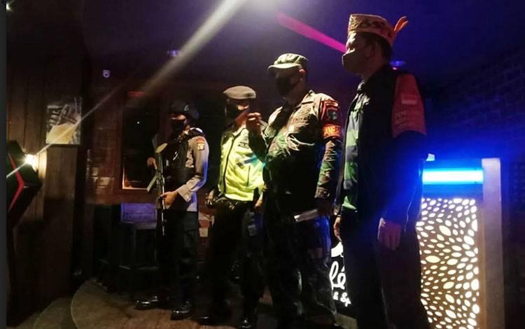 Tim Satgas PSKH Palangka Raya menyampaikan imbauan kepada pelaku usaha hiburan malam agar tidak melakukan aktivitas selama pandemi Covid-19.